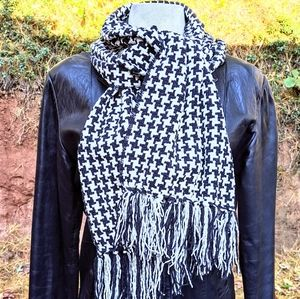 Houndstooth Winter Scarf #hundredsofscarves